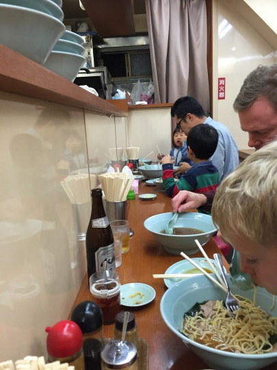 Spying on a Japanese dad and two small kids--white rice and noodles all around!